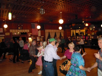 singles and pairs square dancing